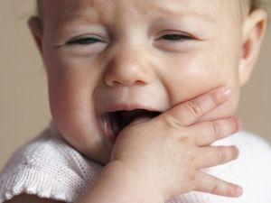 ребенок без зубов
