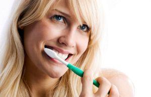 чистим зубы органической пастой