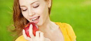 грызть яблоко