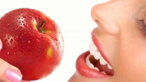 яблоко во рту