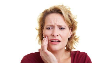 выпала пломба и болит зуб