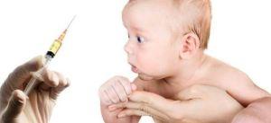 вакцина в руках