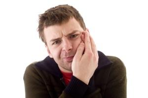 Болит ухо и щека
