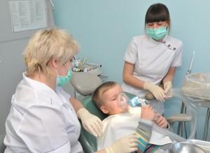 Лечение ребенка у детского стоматолога