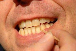 Использование зубочистки
