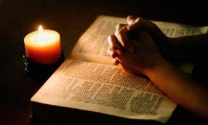 Чтение заговора при свече